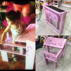 Regalo para la princesa mayor!! Pupitre de madera pintado, plegable y con escritorio por un lado y pizarra por otro!! #regalospersonalizados