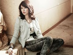 The Story behind Yoon Eun Hye Yoon Eun Hye was born on October 3rd 1984 in Seoul, South Korea. She has been a popular entertainer since joining the Korean pop band Baby V.O.X. in 1999. After recording 6 successful albums, she left the band in 2005 to purse her career as an actress. The following