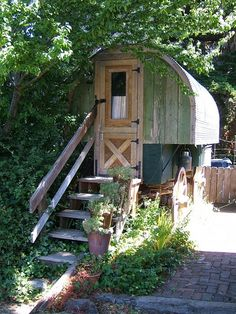 tiny house on wheels....love it If you like please follow us!