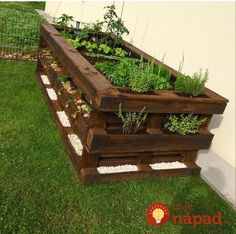 Paletten DIY Hochbeet Garten Möbel aus paletten – diy pallet creations Pallets DIY raised bed garden furniture from pallets Diy Garden Bed, Diy Garden Projects, Garden Boxes, Diy Pallet Projects, Raised Garden Beds, Raised Beds, Indoor Garden, Pallet Ideas, Carpentry Projects