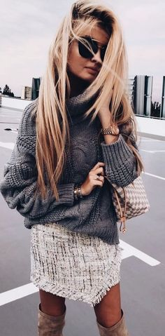 Great all/winter outfit for staying cosy and look stylish on the streets as the cooler days start to come in. Chunky roll neck sweater, tweed skirt and over the knee boots! Fabulous and fashionable | Outfit ideas for women | Winter and Fall Outfit inspira