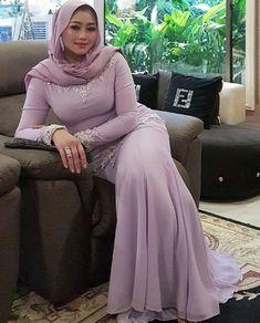 Beautiful Arab Women, Beautiful Hijab, Arab Girls Hijab, Muslim Girls, Hijabi Girl, Girl Hijab, Happy Hour Outfit, Arabian Beauty Women, Muslim Women Fashion