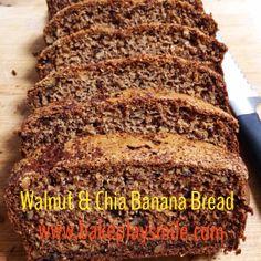 Walnut & Chia Banana Bread www.bakeplaysmile.com #bananabread #walnut #chiabread #chia