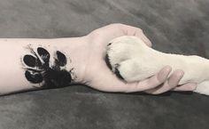 Inspire-se com lindas tatuagens de pata de cachorro, dos mais variados estilos, para escolher a sua com certeza e demonstrar todo seu amor por seu pet.