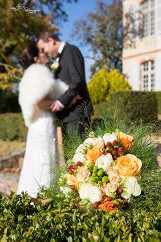 bouquet de fleur mariage fleurs blanches et oranges / mariage d'automne / orange et corail / Jenny's photographe spécialisée dans le mariage sur toulouse et dans le tarn www.jennys-photo.com