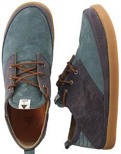 Nuovo moldello per Volta, eccola versione low della sua ormai amatissima scarpa. adatta alla stagione estiva. Tomaia in canvas bcolor.