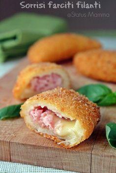 Sorrisi farciti filanti | Status mamma Italian Pasta Recipes, Sicilian Recipes, Italian Dishes, Polpette Recipe, Arancini Recipe, Healthy Cooking, Cooking Recipes, Food Humor, Snacks