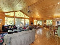 Luxurious Log Home, 7 rooms w/ beds, Views!, game room, more!