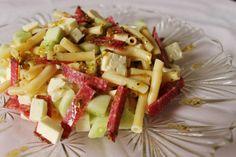Sałatka z bucatini, serem bałkańskim i salami | W Krainie Smaku