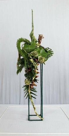 'Contrasts of Form' Kenya Judges' Panel Exercise Designs by Priya Atul Shah and Aruna Sudhir Shah. Tropical Flower Arrangements, Creative Flower Arrangements, Ikebana Flower Arrangement, Cascade Design, Flower Structure, Unusual Flowers, Arte Floral, Flower Show, Floral Centerpieces