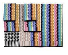 Zigzag Towel set featuring 2 hand towels, 2 bath towels, and a bath sheet in 100% cotton.