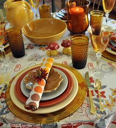 Beautiful Autumn Fiesta tabletop at thelittleroundtable.com