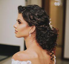 Black Brides Hairstyles, Elegant Hairstyles, Bride Hairstyles, Hairdo Wedding, Wedding Hair And Makeup, Hair Makeup, Curly Bridal Hair, Wedding Hair Inspiration, Bridesmaid Hair