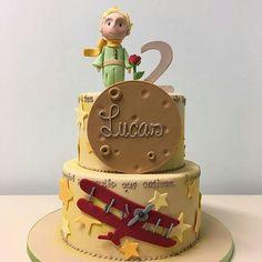 Você vai fazer uma festa com tema Pequeno Príncipe? Olha que linda essa inspiração de bolo. Produção @isaherzog 💖💖💖💖💖 #festejarcomamor #festasinfantis #festa #pequenoprincipe #festapequenoprincipe #bolopequenoprincipe #pequenoprincipefestejarcomamor #festademenino #festadecrianca #festainfantil #aniversarioinfantil #cake #bolodecorado #bolopersonalizado #bolodefesta #bolodeaniversario