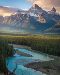photo scenery Canadian Rockies Walk in the outdoors and do some soul searching. Beautiful World, Beautiful Places, Landscape Photography, Nature Photography, Photography Tips, Photos Voyages, Banff, Rocky Mountains, Belle Photo