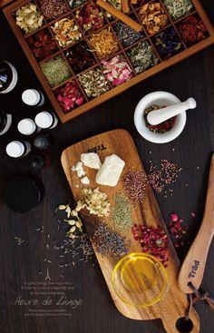 Essential oil & Carrier oil & Shea butter cream & Dried herbs
