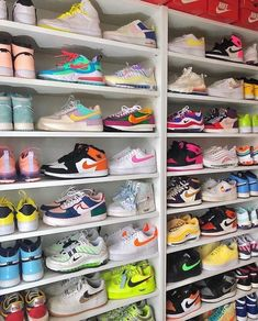 Nike Shoes OFF! Cute Sneakers, Sneakers Mode, Sneakers Fashion, Fashion Shoes, Colorful Sneakers, Fashion Outfits, Jordan Shoes Girls, Girls Shoes, Nike Shoes Air Force