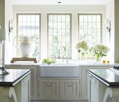 Love the farmhouse sink.Feminine Alabama Home - Susan Ferrier Design - Veranda New Kitchen, Kitchen Dining, Kitchen Decor, Kitchen Country, Awesome Kitchen, Kitchen Styling, Country Living, Dining Room, Kitchen Countertops