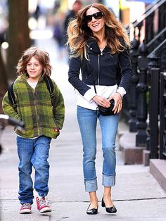 Sara Jessica Parker in NYC | Great casual look.