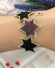 Stars in miyuki - Katarine Luci Jewelry Making Beads, Jewelry Shop, Jewelry Gifts, Jewelery, Jewelry Design, Seed Bead Earrings, Beaded Earrings, Beaded Jewelry, Beaded Bracelets