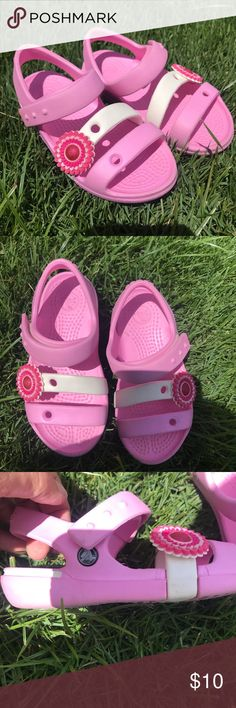🍓Girls Pink Crocs🦄 Adorable pink crocs size 9 for little girls. In EUC...the flowers did come off and I glued them back on, haven't fallen off since. But this isn't a major issue...other than that, they still look perfect! CROCS Shoes Sandals & Flip Flops