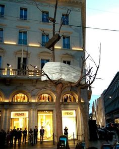 22 May 2017 8pm. The final unveiling of Foglie do Pietra (Leaves of Stone) by Italian artist Giuseppe Penone and commissioned by Fendi for the city of Rome. A particularly significant and momentous occasion as it's the first piece of public contemporary art installed in the Eternal City since the 17th century. . . . #fendiisrome #largogoldoni #palazzofendi #romanart #romanstatue #giuseppepenone #giuseppepenonesculpture #contemporaryart #lofficielsingapore #rome #italy  via L'OFFICIEL…
