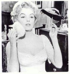 Marilyn Monroe Powder Puff