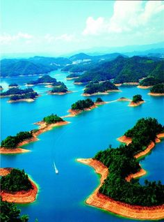 Top 20 reasons why to visit China - Qiandao Lake.