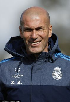 Real manager Zinedine Zidane looks on in training as he prepares his side for their clash with Roma Real Madrid Team, Ronaldo Real Madrid, Bald With Beard, European Soccer, Fc Chelsea, Zinedine Zidane, Ac Milan, Tottenham Hotspur, Liverpool Fc