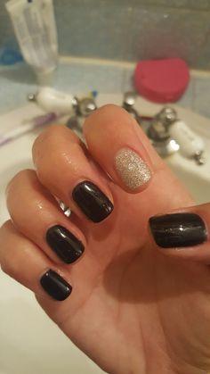 Reaction nail polish