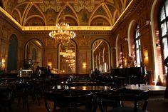 Alexandra BookCafe @ Parisi Nagyáruház