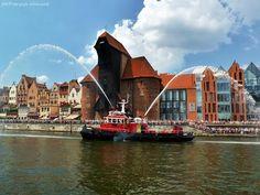 #gdansk #ilovegdn #water #crane #balticsail #tenement | photo: Patrycja Walczak