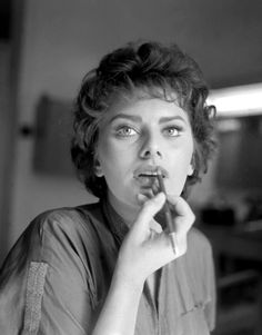 LIPSTICK NOT REQUIRED - Sophia Loren