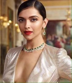 Deepika Padukone has recently claimed the crown of being the undisputed queen of Bollywood with the huge success of Padmaavat. We bring you her HQ images and best photoshoot videos. Indian Actress Gallery, Indian Film Actress, Indian Actresses, Bollywood Celebrities, Bollywood Fashion, Bollywood Actress, Deeps, Photoshoot Video, Dipika Padukone