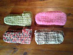 chaussons tricotés avec laine filée au rouet et retordue avec un autre fil