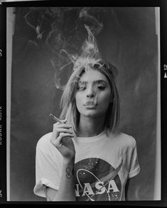 photography 7 Reasons I Still Shoot Film in 2018 Art Photography Portrait, Smoke Photography, Photo Portrait, Camera Photography, Vintage Photography, Photography Poses, Photography Aesthetic, Portrait Art, Photography Business