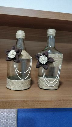 me ~ Pin en Botellas plasticas ~ Wine bottle with Cream and Black string and button & pipe cleaner decoration . So pretty Wine Bottle Art, Painted Wine Bottles, Diy Bottle, Bottles And Jars, Glass Jars, Yarn Bottles, Decorated Bottles, Liquor Bottles, Liquor Bottle Crafts