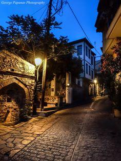 Άνω Πόλη... Θεσσαλονίκη, Thessaloniki Beautiful Islands, Beautiful Places, Macedonia Greece, Greek Beauty, Thessaloniki, Rome Italy, Ancient Greece, Greece Travel, Day Trip