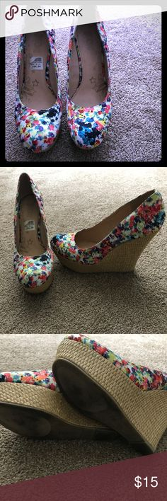 Multicolored floral platform pumps Multicolored floral platform pumps Shoes Platforms