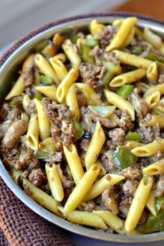 Philly Cheesesteak Pasta Need a quick family dinner? These Philly Cheesesteak Pasta is packed with ground beef, green peppers, mushrooms, and creamy provolone cheese. Tender penne pasta makes this a filling, fast family dish. Beef Dishes, Pasta Dishes, Food Dishes, Main Dishes, Healthy Pastas, Healthy Recipes, Healthy Dishes, Healthy Food, Penne Pasta Recipes
