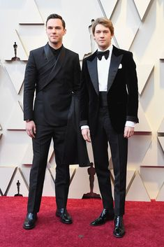 2019 The Best Looks at the Academy Awards. Nicholas Hoult in Dior, Joe Alwyn in Tom Ford. Jennifer Hudson, Jennifer Lopez, Modelo Ashley Graham, Jake T Austin, Tom Ford Suit, Purple Suits, Mark Ronson, Tessa Thompson, Nicholas Hoult