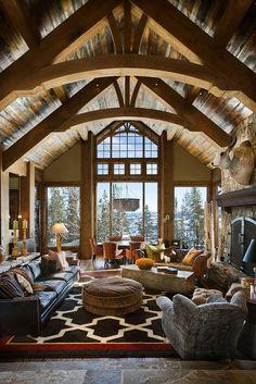 Teton Heritage Builders -Традиционный стиль каркасного дома, интерьер гостиной.