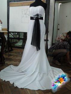 C2 vestido Novia con cola