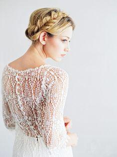robe de mariée dos en dentelle intéressante, manches longues