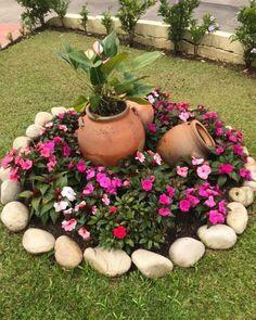 Magic DIY Spring flower arrangements that give the garden a special charm - New ideas Landscaping Supplies, Front Yard Landscaping, Landscaping Borders, Landscaping Equipment, Cheap Landscaping Ideas, Landscaping With Rocks, Landscaping Plants, Patio Ideas, Backyard Ideas