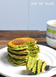 GREEN SMOOTHIE PANCAKES! All of the goodness usually packed into a green smoothie: spinach, almond milk, flax, banana, and nut butter... But in pancake form!! It's seriously our most favorite breakfast! // via Nosh and Nourish
