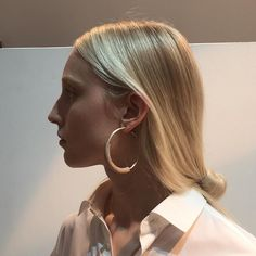 Collaboration of English lined oak and silver with @sianevansjewellery for @palmerharding A delight to see there work on the catwalk and show off the commissioned jewellery. #aliceblogg