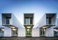 Cruise Ship Terminal in the Port of Seville / Hombre de Piedra + / Container Architecture Container Architecture, Architecture Design, Container Buildings, Architecture Office, Hotel Container, Container House Design, Container Terminal, Used Shipping Containers, Shipping Container Homes