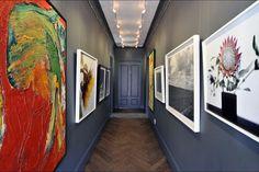 Colourful, artsy passage at La Clé des Montagnes in Franschhoek