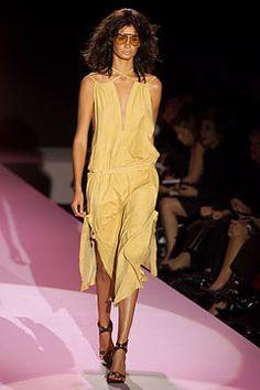 Gucci Spring 2002 Ready-to-Wear Fashion Show - Tom Ford, Caroline Ribeiro